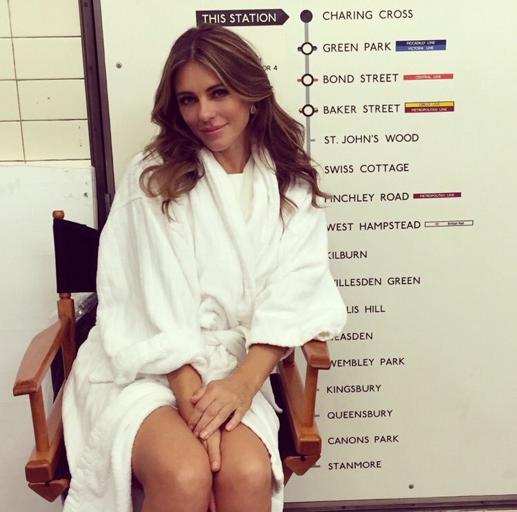 On location at Charing Cross station. Yes- in the ubiquitous bathrobe #TheRoyalsSeason3 @TheRoyalsOnE @LionsgateTV https://t.co/5lGj1uuyvo