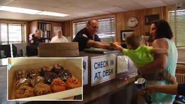 SWEET SALUTE: Long Island moms deliver 88 dozen doughnuts to thank police officers