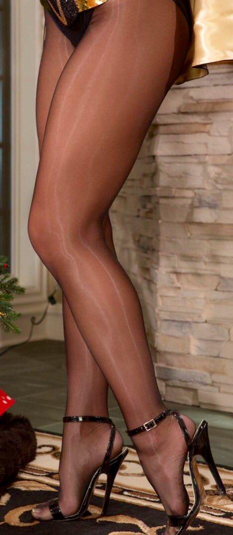 nylons-pantyhose-and-legs-trek