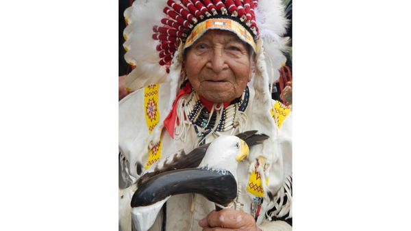 David Beautiful Bald Eagle Jr. dies at 97; American Indian chief was face of Lakota