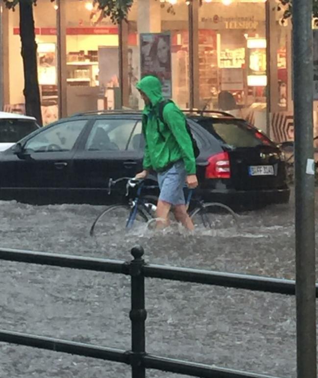 Monsunregen über Berlin Darum Ist Die Hauptstadt Gestern Abgesoffen