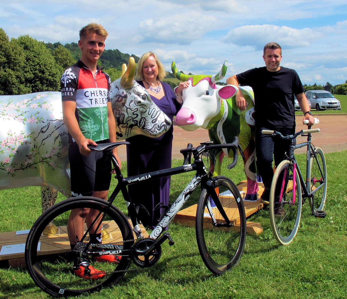 Via @CowParadeSurrey: Cows featuring on @RideLondon route this weekend @SurreyLife https://t.co/Cc2NgHFQmH https://t.co/22IMX09vxO