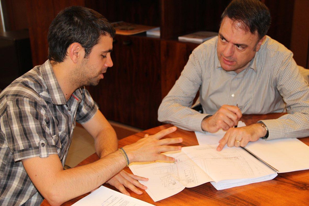 Valent junyent valentijunyent twitter for Piscina municipal centelles