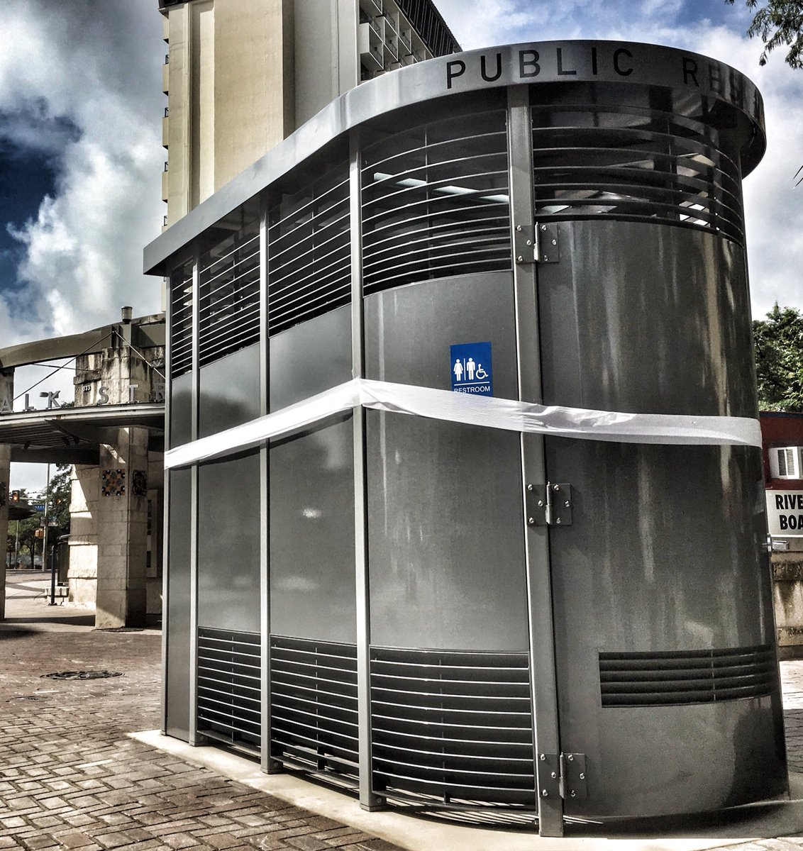 Are you in the LOOp? Check out SA's new public restroom at the corner of Alamo & Commerce