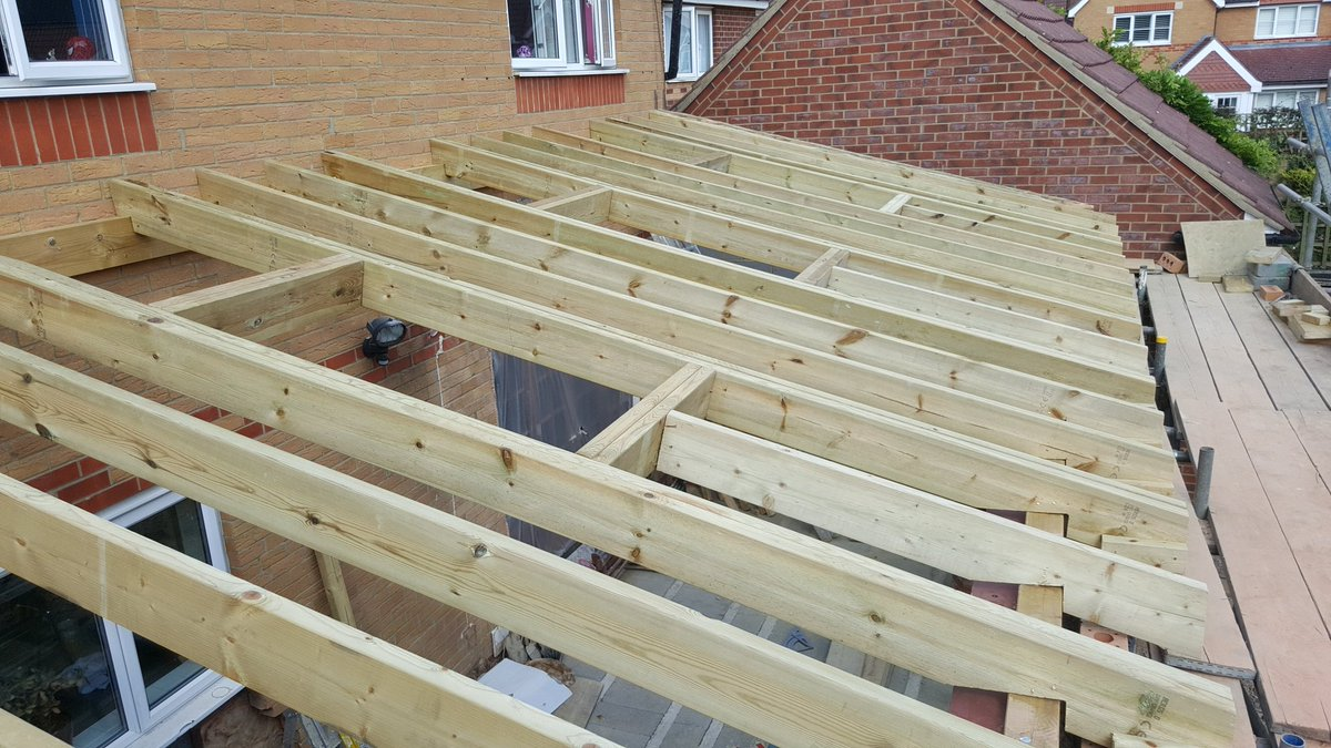 Hand cut up a lean on mono pitched roof last week in cheshunt took 3 days good results three rooflights going in pic twitter com btasvmtigz