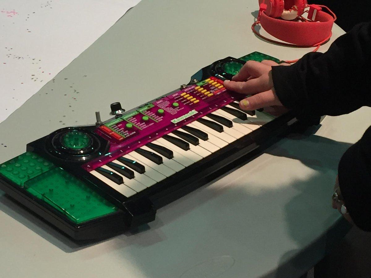 Julie Graber On Twitter So Cool To See Circuit Bending Using An Electronic Keyboard Old Kawasaki At The Sciowa Iastem