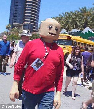 Lego-Man Comic-Con : real life Lego Comic haunt dreams