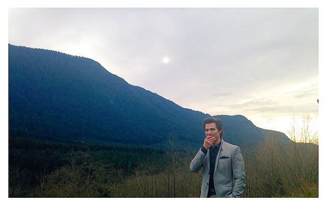 TBT to the break of dawn• on location for #The100 #CageWallace outside  <br>http://pic.twitter.com/FtEpSgiItU