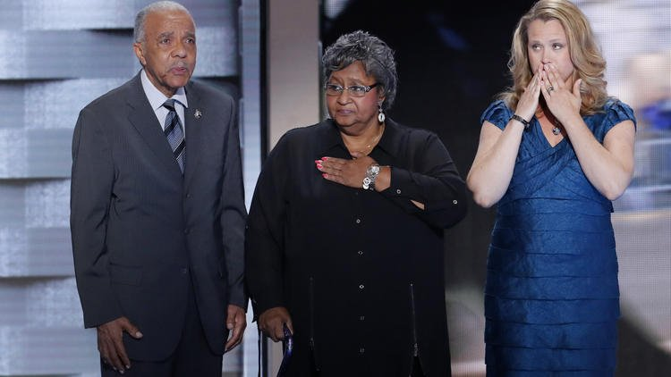 Widow of slain Chicago police officer offers emotional convention speech