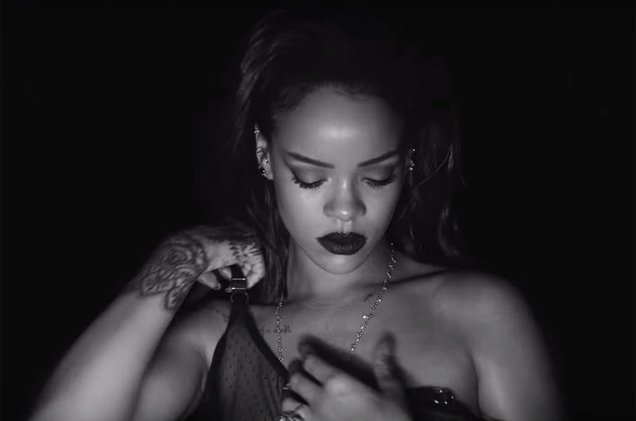 """.@Rihanna gets her 26th No. 1 on the #DanceClubSongs chart with """"Kiss It Better""""  http:// blbrd.cm/dnz9Iv    <br>http://pic.twitter.com/jzMxg7M96c"""