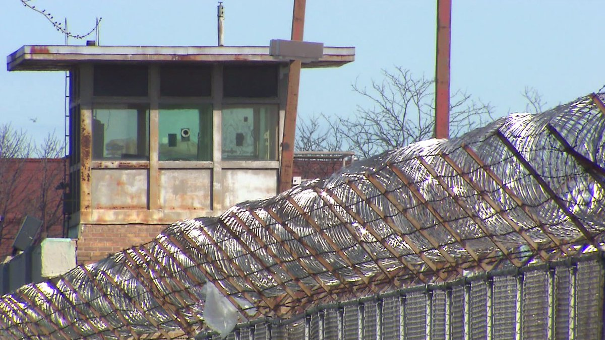 Hostage situation underway in Cook County Jail