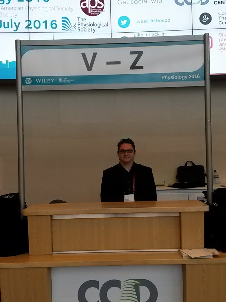 Does your last name begin w/ a  letter between V-Z? Visit Liam for your name badge! #physiology2016 https://t.co/AReP1acjLW