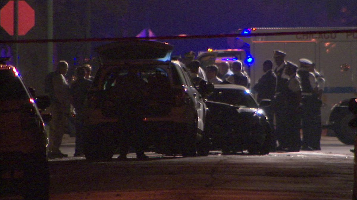 Suspect trying to flee traffic stop fatally shot by Chicago police in South Shore, CPD says
