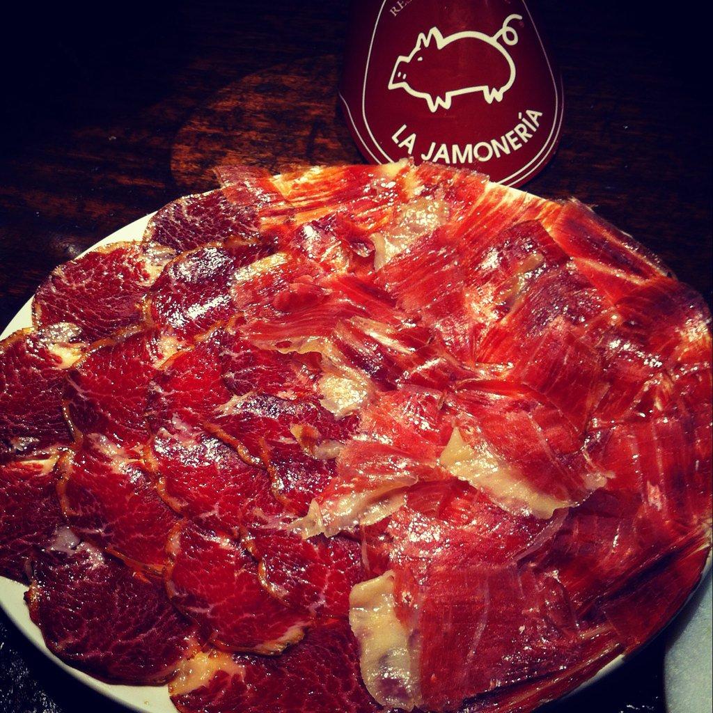 Si estás en #Zaragoza, déjate de #fastfood y vente a comer jamon del bueno: es verano!! https://t.co/QE70wAZvH7
