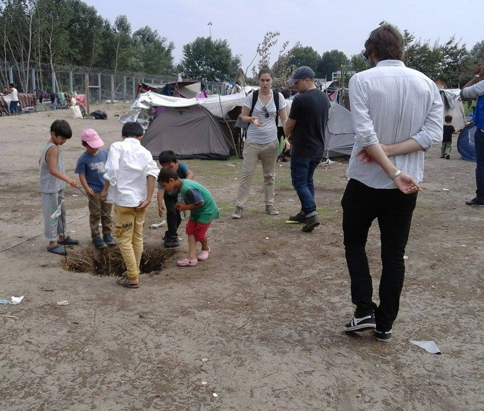 Working in the dust of Hungary's transit zone,because we must do better for these kids @atinango and @theIRC #Serbia https://t.co/nvmhRcBUbi