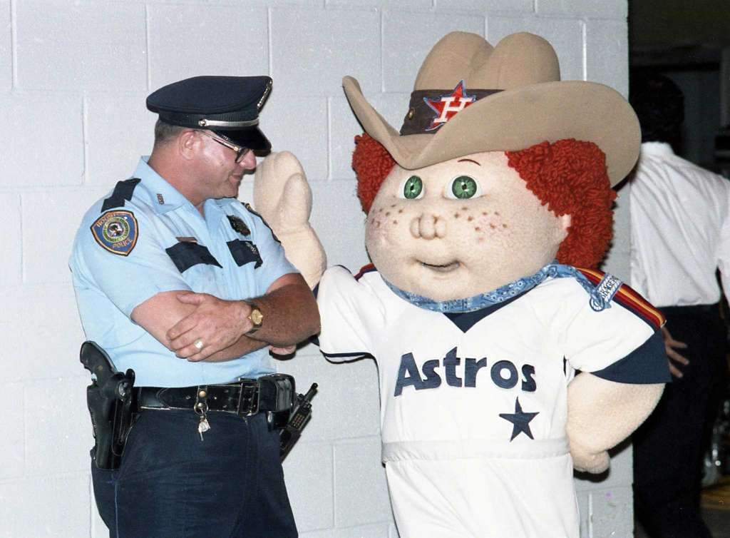 A @houstonpolice officer, a Cabbage Patch Kid in an @astros uniform, and more from July '86