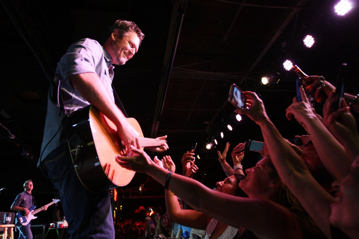 @blakeshelton played a free show at Denver's Grizzly Rose last night to just 2,000 fans