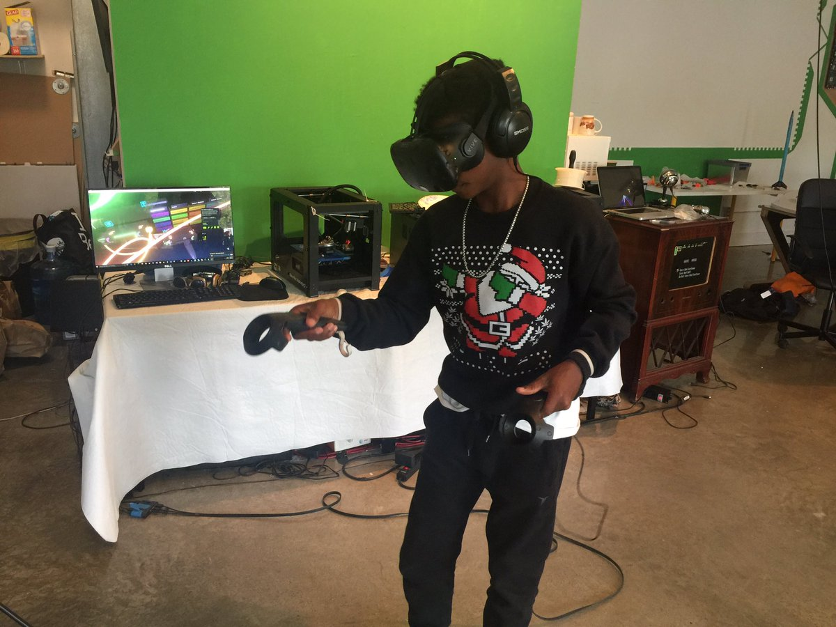 We're making fire mixtapes in VR today at @learn01io @WynMakerCamp cc @MANOAmericas @knightfdn https://t.co/j228IOfepK
