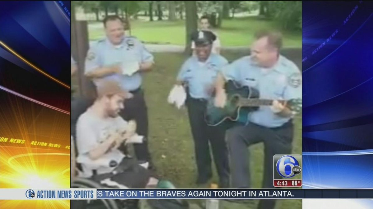 Philadelphia police officer jams out with DNC protesters