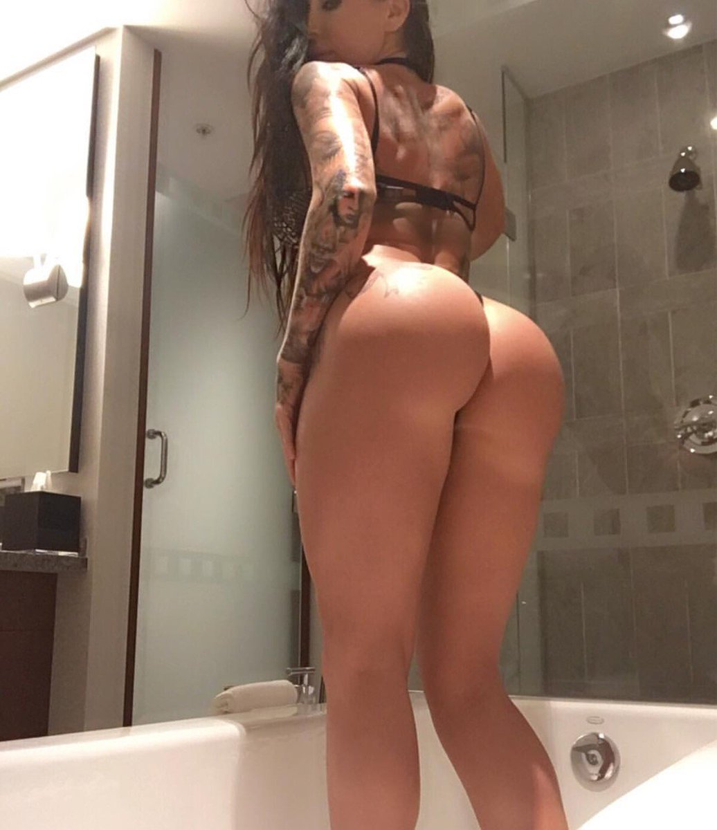 nake girls big buts in tub