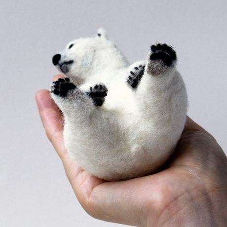 7月30日から期間限定webshopで羊毛フェルトの作品を販売します。 オープンまであと少し。 新作のヒグマだけでなくシロクマも足の裏も可愛いです。 https://t.co/oazheBxsEn https://t.co/g1QIsVpyDt