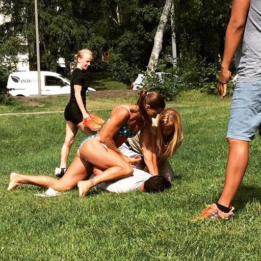 Bikini-clad Swedish cop makes arrest while sunbathing.