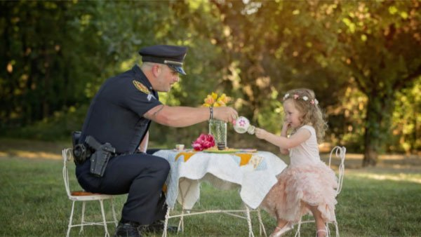 A police officer sat down for tea time with a toddler whose life he saved last year.