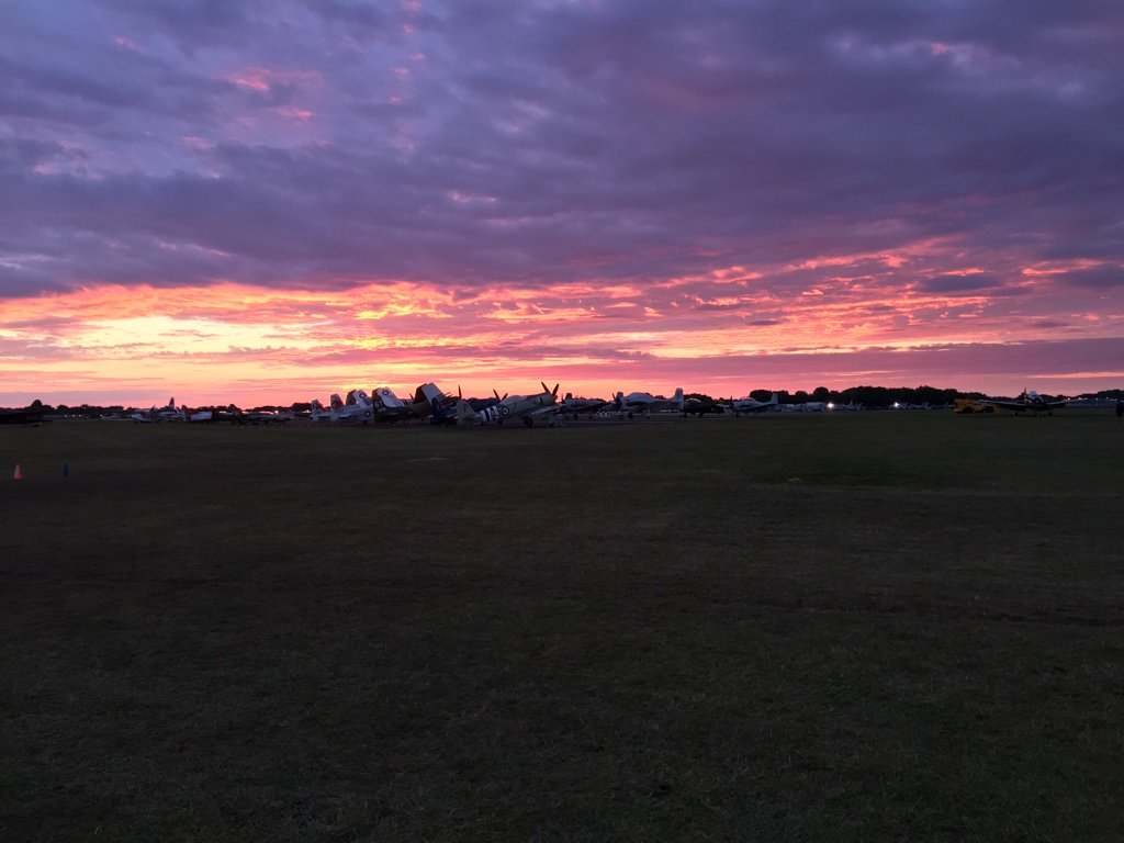 I'm on dawn patrol this morning at #OSH16, and this is what I see. https://t.co/lmz3r9Si7z