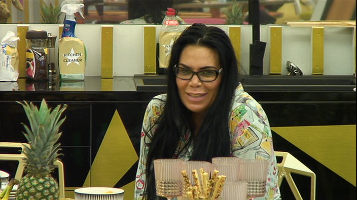 9.50am: @reneegraziano has just described Big Brother as a peachy pancake. Don't we sound tasty! 🍑 #CBB https://t.co/VBGXWUCEMV