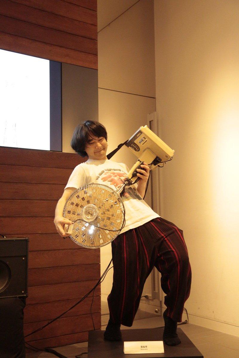 『扇風琴』は寄付のあった首振不全・40年ものの扇風機をニコスラボが電子楽器として蘇生中。木琴でも鉄琴でも風琴でも口琴でもなく『扇風琴』。首を振るのは演奏者の方!https://t.co/m2ncpYZ3lR https://t.co/wggoKDgehn