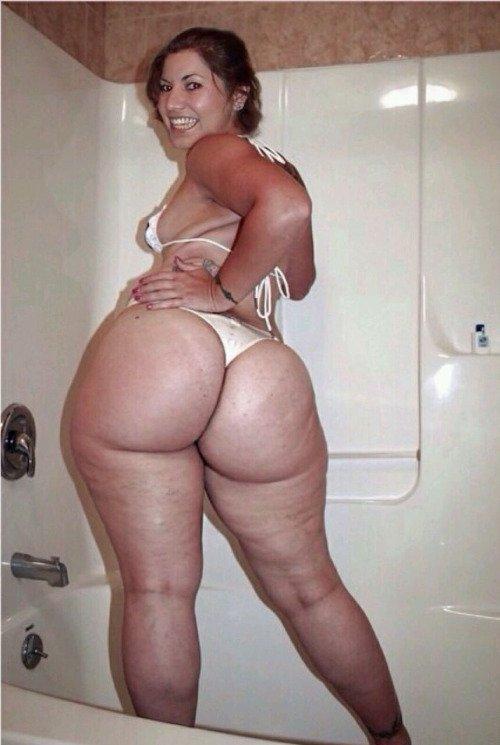 Amateur ebony ssbbw likes her big butt smacked 4
