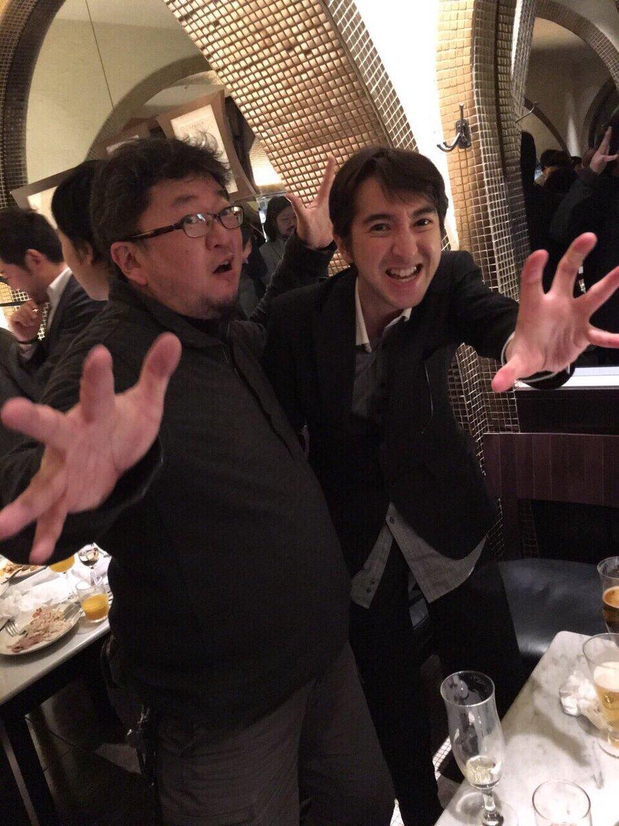 因みに今年VFXアワードのパーティで御10数年ぶりに再会を果たした黒田勇樹@yuukikuroda23 とシン・ゴジラ特技監督 樋口真嗣氏とのツーショットがこちらになります。 #シンゴジラ #ほしがりシスターズ https://t.co/iT045CWpIU