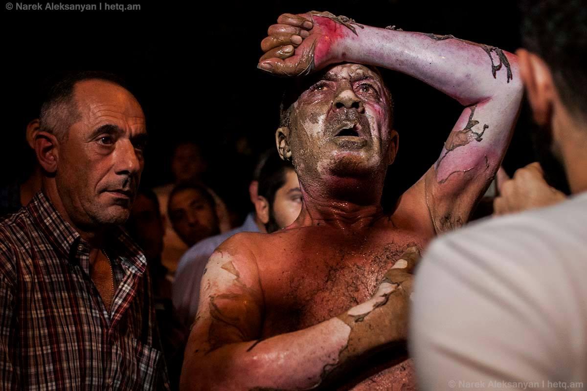 В Ереване у захваченного здания ППС снайпер убил полицейского