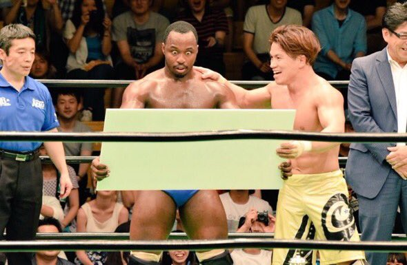 """Congrats to my pal """"super"""" @GoGoACH - glad to see him make it big worldwide & get a fat ass novelty check for shoes https://t.co/nAbHvRtCSn"""