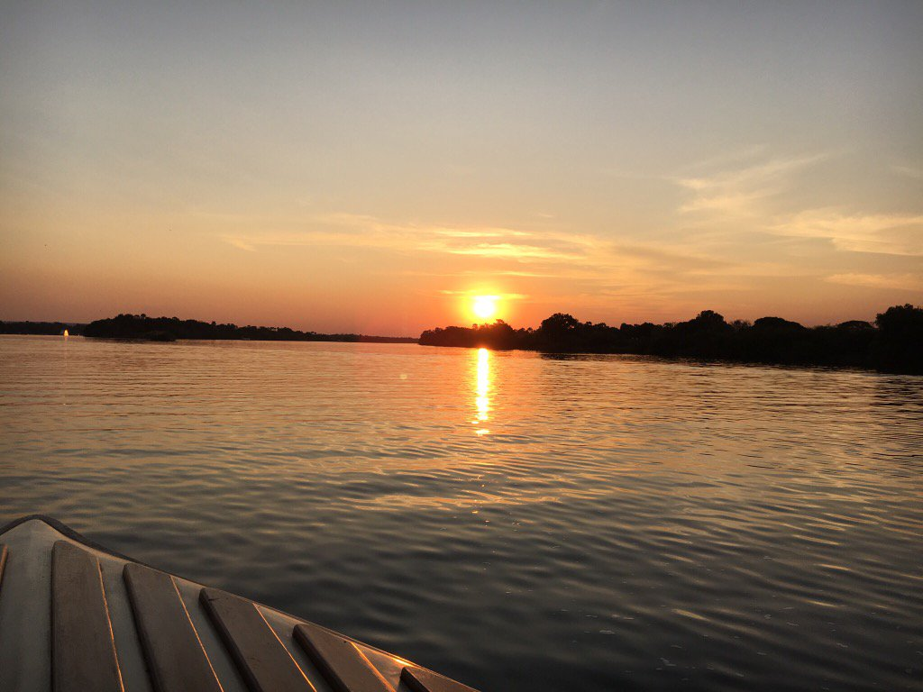 Idyllic #sunset as we floated down the #ZambeziRiver has me feeling all kinds of peaceful. #Zimbabwe #Zambia. https://t.co/r7UMen0PzD