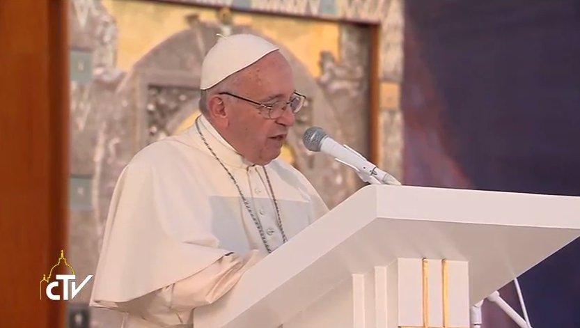 'Chers jeunes, bonsoir !' @Pontifex_fr débute son discours aux jeunes - #CampusMisericordiae https://t.co/qb33JxZdtr