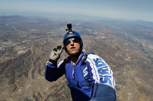 Luke Aikins becomes 1st skydiver to land without parachute; lands in net in Simi Valley