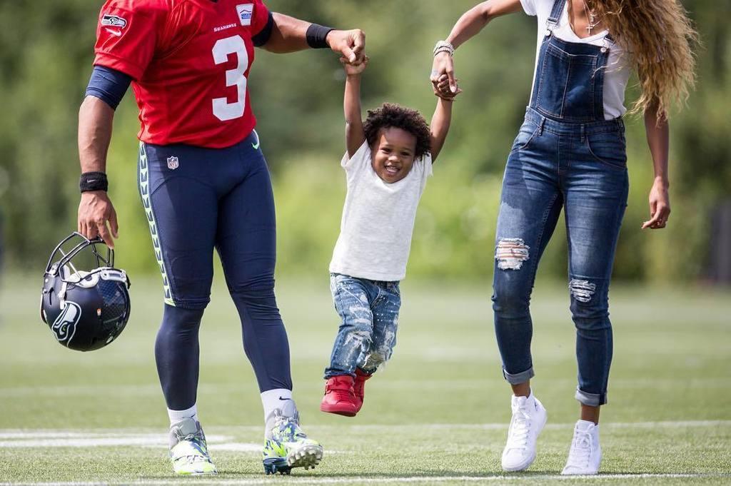 Ciaras Son Future Zahir Wilburn: Seahawks Qb Russell Wilson And Ciara Lift Up Her Son