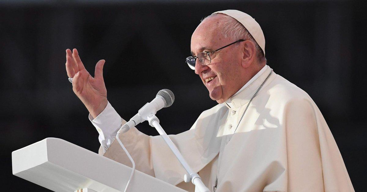 Pope Francis to young people: Don't be a couch potato