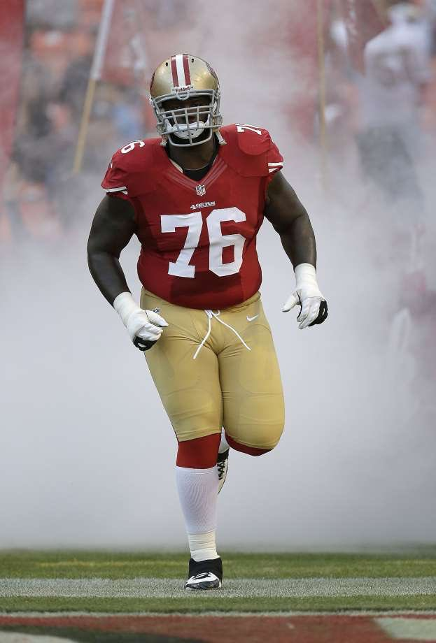 Anthony Davis is back with the 49ers after bashing the team on Twitter and spending 2015 in retirement.
