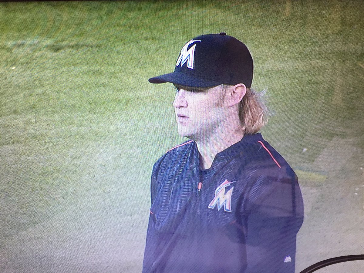 OMG beardless Andrew Cashner. https://t.co/SY8ZHmgiqs