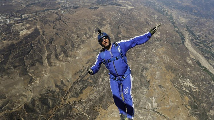 Without a parachute, sky diver will jump from 25,000 feet