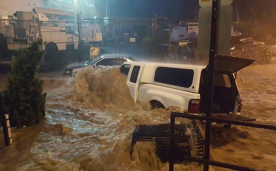 Wow! Major #flooding in Ellicott City MD. Photos from Scott Weaver https://t.co/QuZE6BLcfG