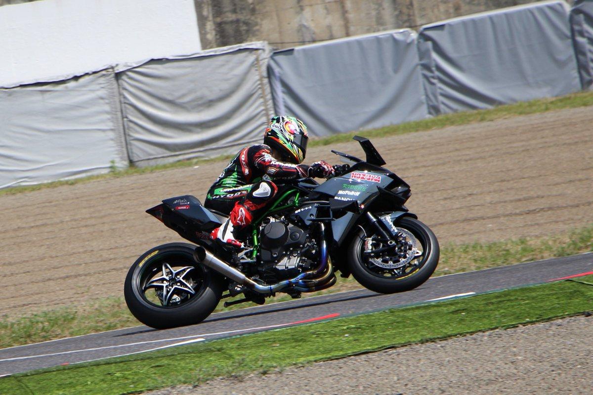 いんやー! すごかったねー!Kawasaki Ninja H2R!! 速すぎて撮れる気がしなくって日立オートモティブシステムズシケインまで行きましたw #鈴鹿8耐