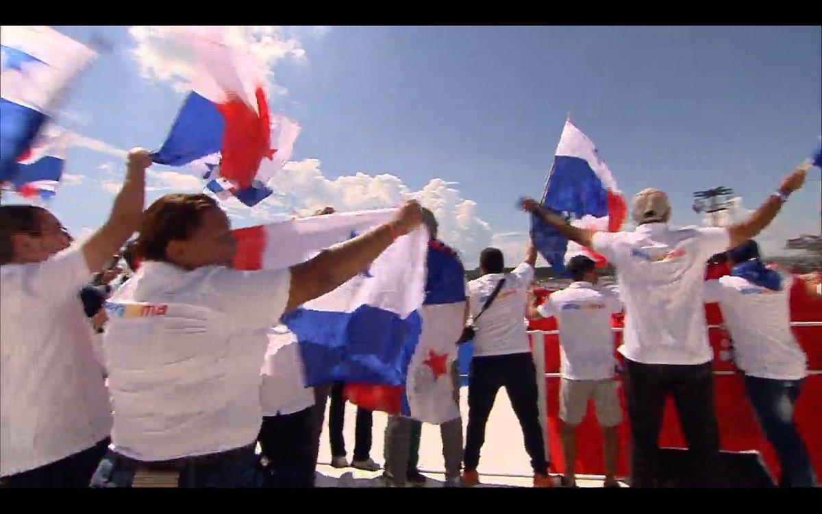 Jóvenes de Panamá celebran en #CampusMisericordiae que serán sede de la próxima JMJ en 2019 #NosvemosenPanamá