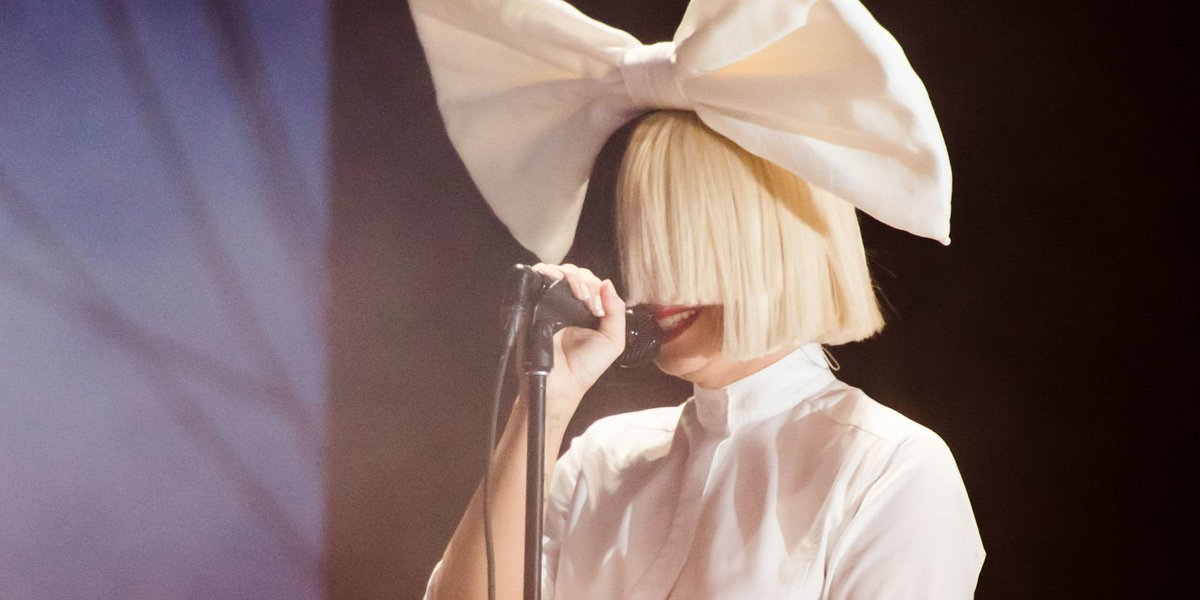 There's an intense conspiracy theory that Beyoncé has kidnapped Sia #SaveSia https://t.co/mkoGTANFud