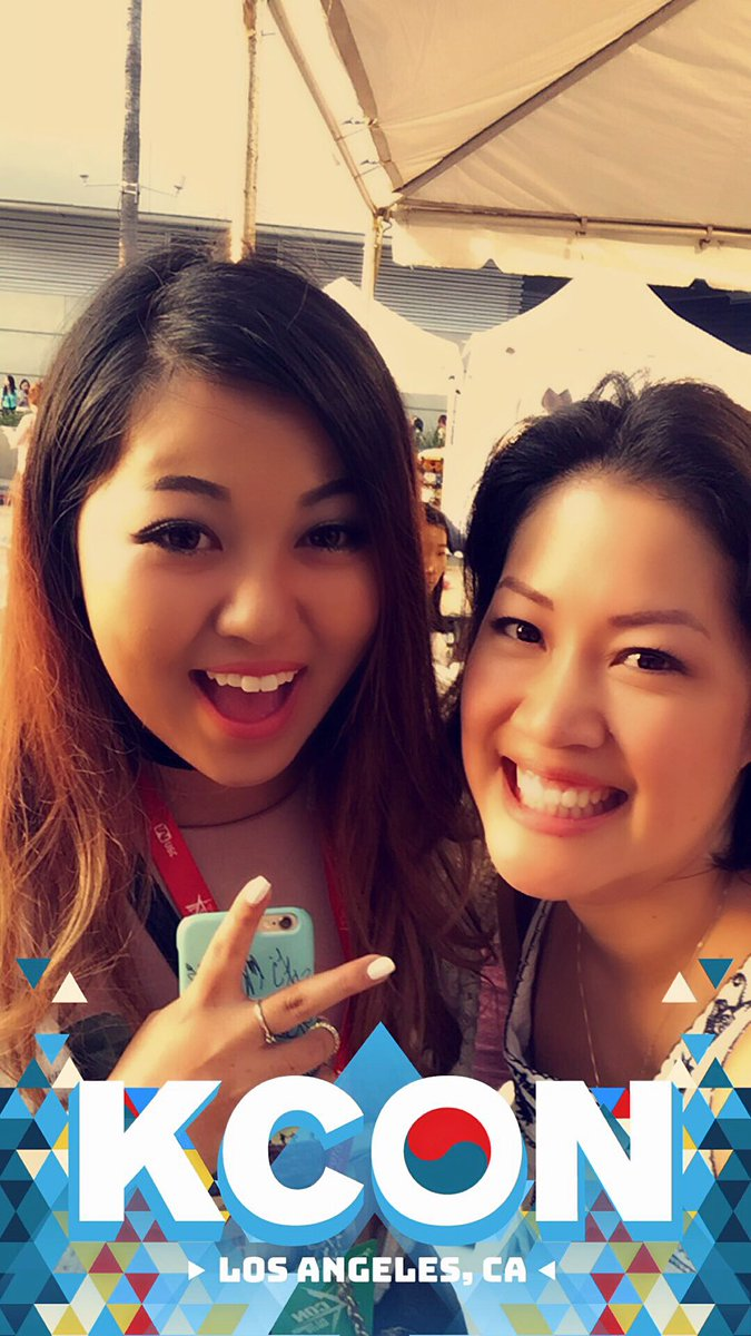 Went to #kconLAfoodstreet #ktownnightmarket and met @heyitsfeiii yay! She's so cute and so super sweet! Love her!<br>http://pic.twitter.com/XZ4rsN5SgZ