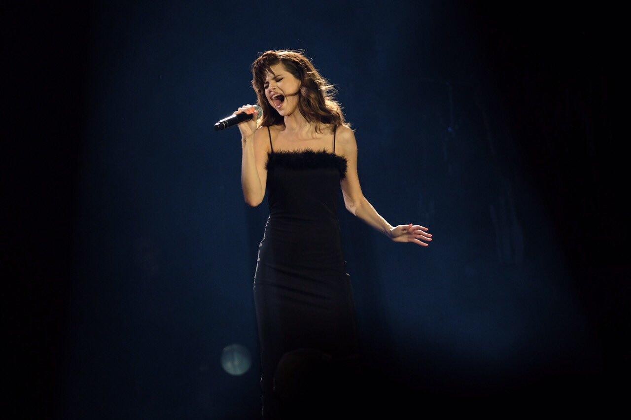 Selena Gomez arrives in Manila
