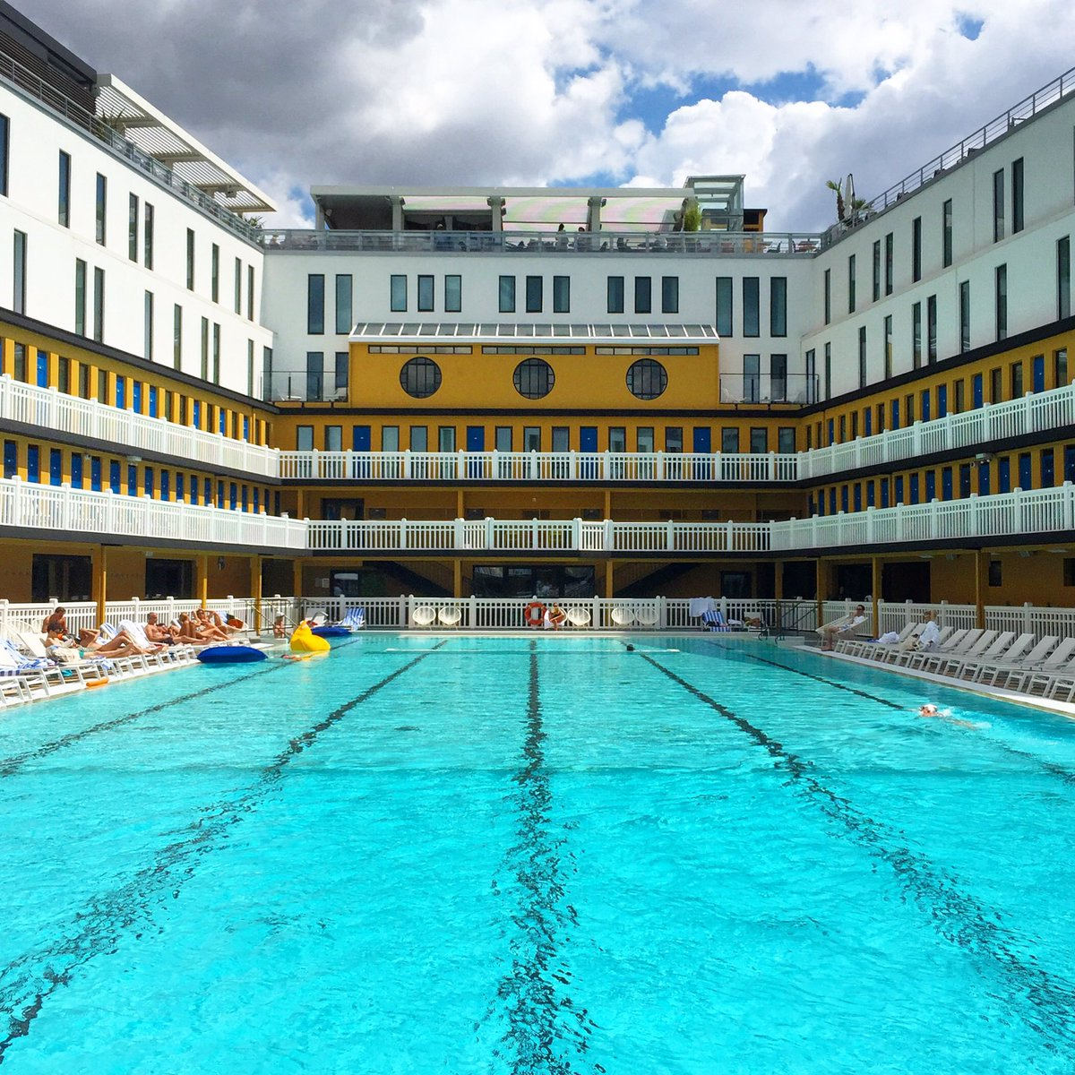 The piscine molitor in paris has a link to the life of pi for Piscine molitor