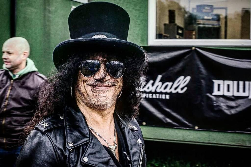 "Slash Fan Page on Twitter: ""Smiling @slash #slash #tophat #gibson ..."